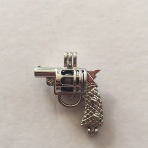 Jewelry - Gun cage